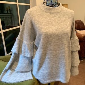 😘PRICE DROP😘Soft Sweater Ruffle Sleeves. Med NWT